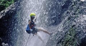 Tailandia---Desciende-por-un-acantilado