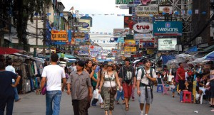 Tailandia---Pasea-por-la-calle-Khaosan