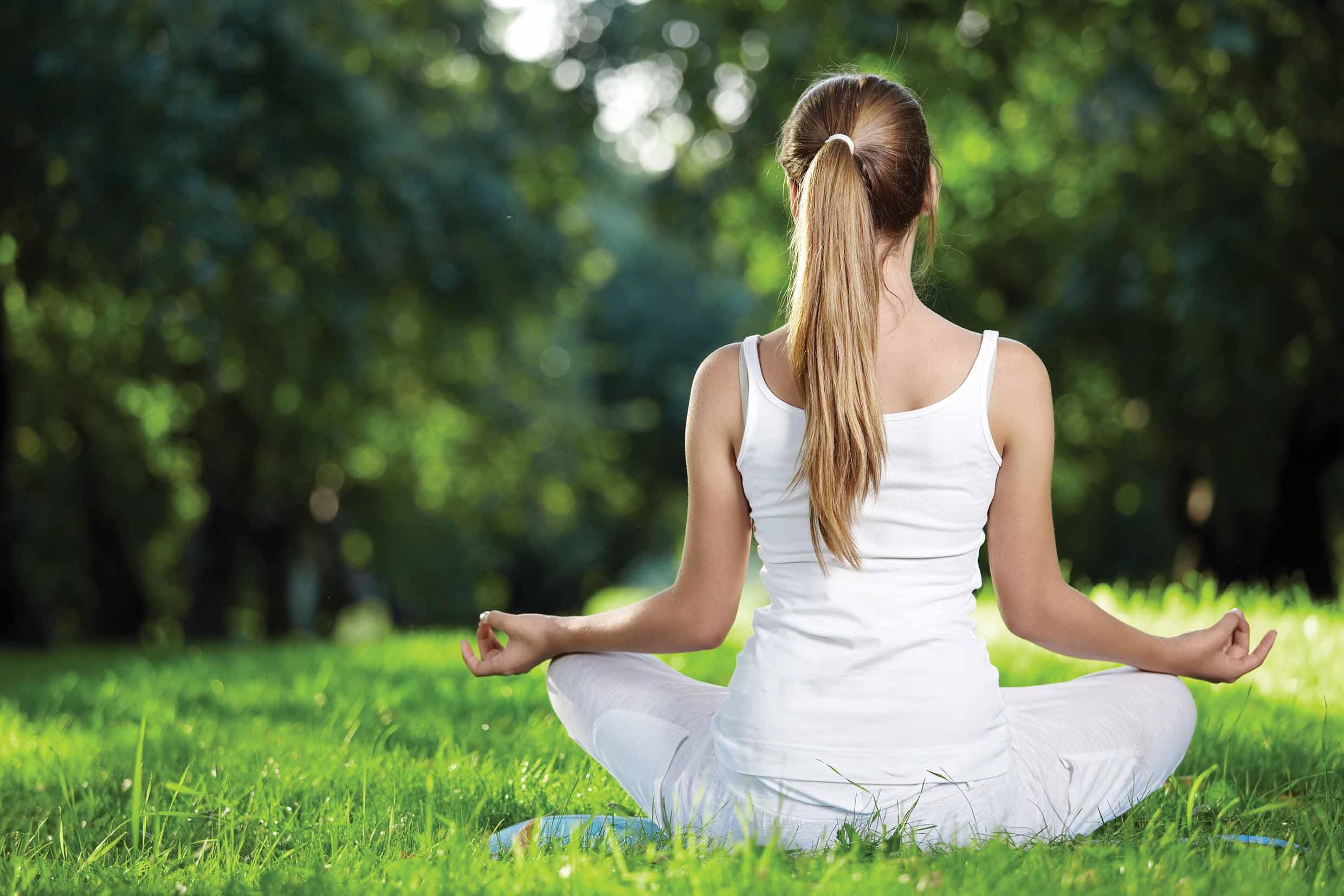 Yoga al aire libre go gu a del ocio for Jardin jardin al aire libre