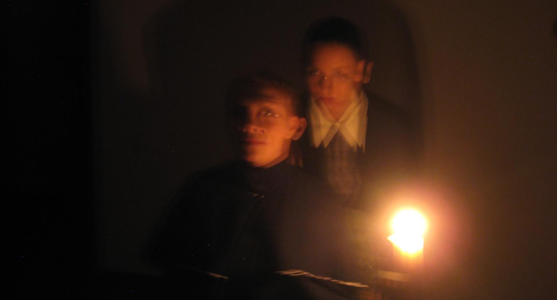 ¿Qué es más aterrador que un fantasma? ¡Dos fantasmas!